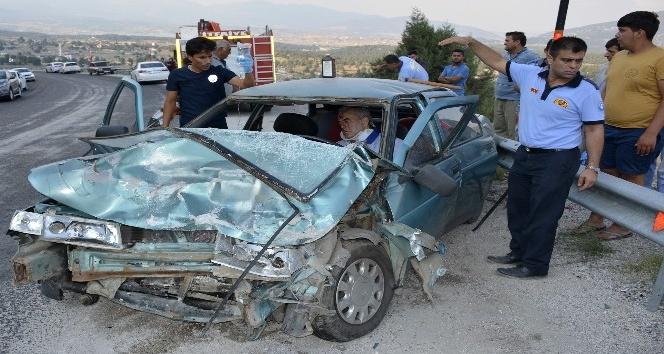 Otomobil ile kamyonet çarpıştı: 5 yaralı