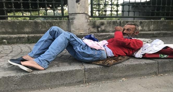 Şişli Belediyesi zabıtası yürüyemeyen adamı sokağa bıraktı