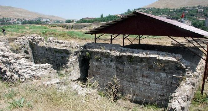 Bitlis Kalesi'nde 3 yıl aradan sonra kazı çalışması