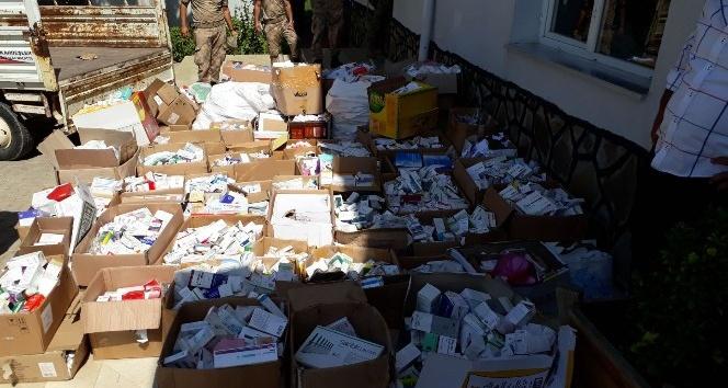 Yardım için topladıkları ilaçları satan Suriyeli çete çökertildi