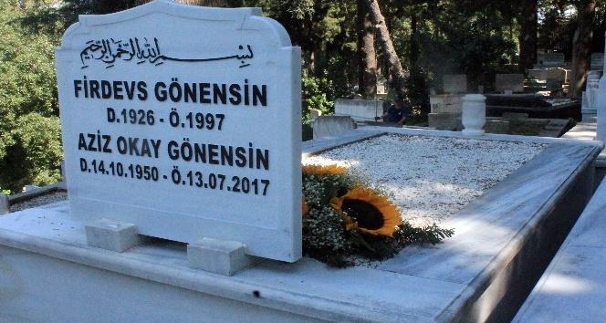 Gazeteci Okay Gönensin ölümünün birinci yılında mezarı başında anıldı