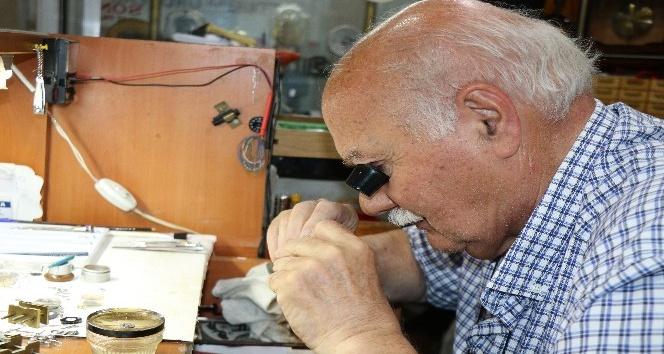 Samsun'un en eski saat tamircileri zamana direniyor