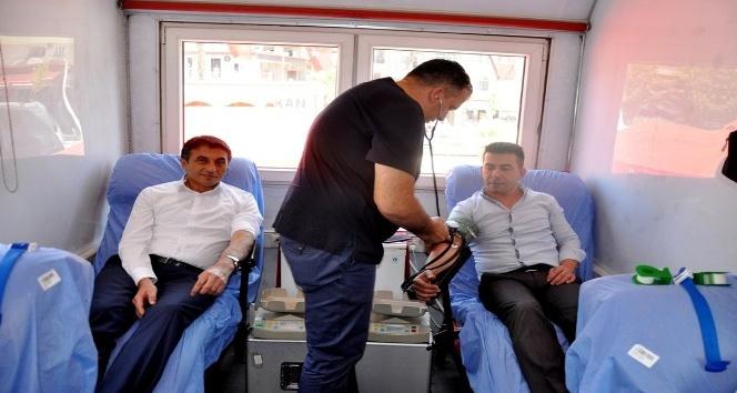 15 Temmuz şehitleri anısına düzenlenen kan kampanyasına yoğun ilgi