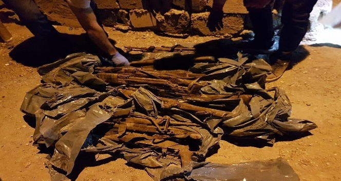 Silopi'de 16 adet kalaşnikof ele geçirildi