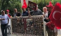 FETÖ elebaşı 15 Temmuzda malikânesinin önünde protesto edildi
