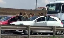 Kadınlar trafiği birbirine kattı!