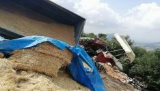 Buğday ve saman yüklü traktör devrildi: 1 yaralı