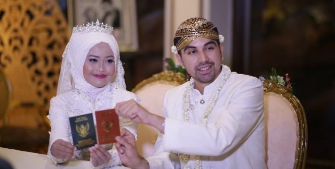 Endonezyalı geline Türk usulü düğün!