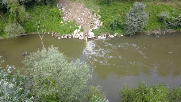 Atık sular ile kirlenen Sakarya Nehri havadan görüntülendi