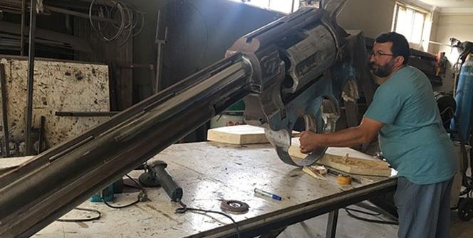 Rizeli demir ustasından 100 kiloluk dev silah