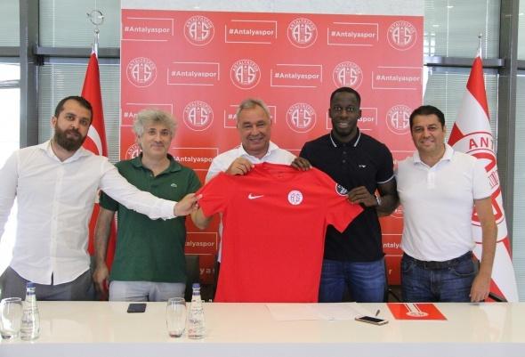 Süper Lig'de flaş transfer! İmzayı attı