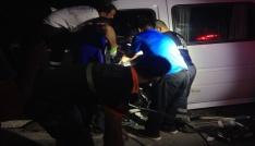 Tuncelide minibüs ile hafif ticari araç çarpıştı:21 yaralı