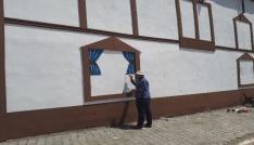 Genç ressam duvarlara hayat veriyor