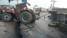 Amasyada tır ile traktör çarpıştı: 2 yaralı