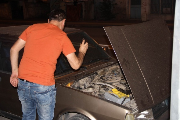 Otomobiline biber gazı sıktı!
