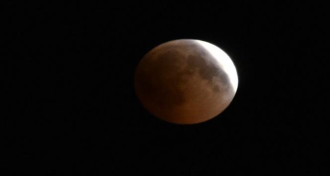 Kanlı Ay tutulması Gümüşhanede merakla izlendi