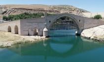 Tarihin eskitemediği köprü: Malabadi