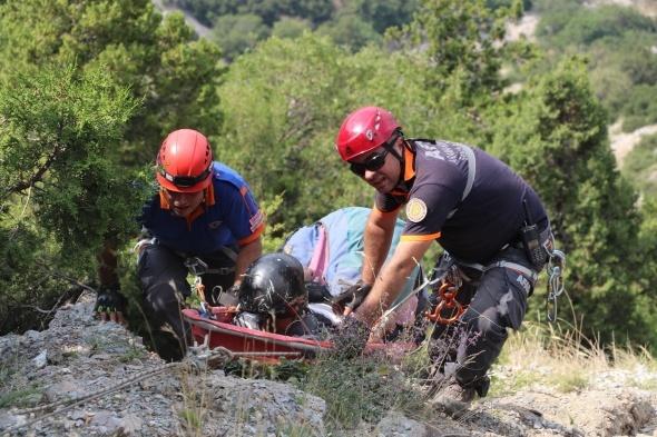 Bin metreden kayalıklara çakıldı! İnanılmaz kurtuluş
