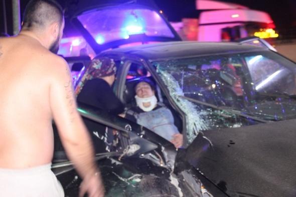 Feci kaza: Otomobiller birbirine girdi