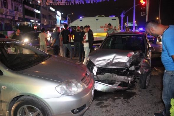 Kocaeli'de 3 otomobil birbirine girdi: 6 yaralı