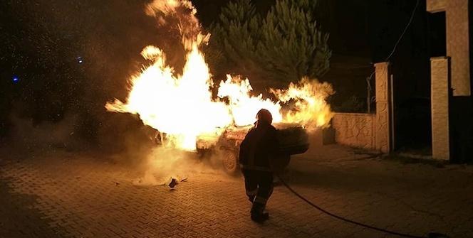 Beyoğlu'nda ahşap bina alev alev yandı