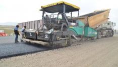 Ağrıda asfaltlama çalışmaları devam ediyor