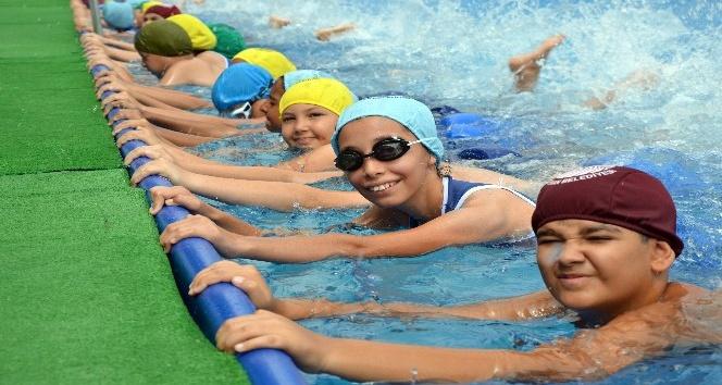 Adana'da portatif havuzlarda güvenli serinlik