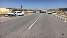 Kırıkkalede 2 otomobil çarpıştı: 3 yaralı