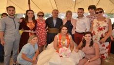 Yüksekovaya gelen Fransalı geline görkemli düğün