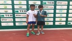Ağrılı minik tenisçiler Artvinde şampiyon oldu