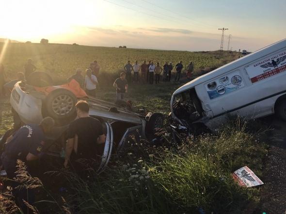 Edirne'de panelvan ile otomobil çarpıştı: 3 ölü, 1 yaralı