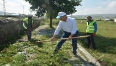 Başkan Köksoy, personeli ile temizlik çalışmalarına katıldı