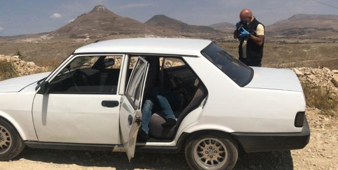Korkunç ölüm! Arkadaşı arabanın kapısını açınca...