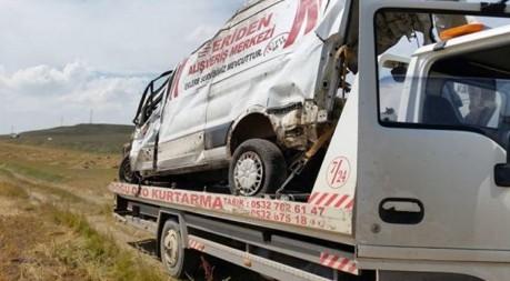 Horasan'ı yasa boğan trafik kazası