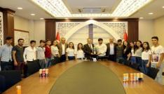 Vali Toprak Türkiye şampiyonlarını makamında kabul etti