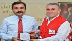 Belediye Başkanı Bahçeciden Kızılaya kurban bağışı