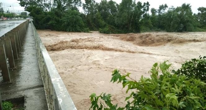 Orduda sel suları köprüyü yıktı, mahsur kalanlar var