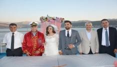 Türkiyenin en büyük gölü ve feribotunda nikah töreni yapıldı
