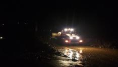 Rize-Çamlıhemşin karayolu şiddetli yağışlar sonucu oluşan sel ve heyelanlar nedeniyle ulaşıma kapandı