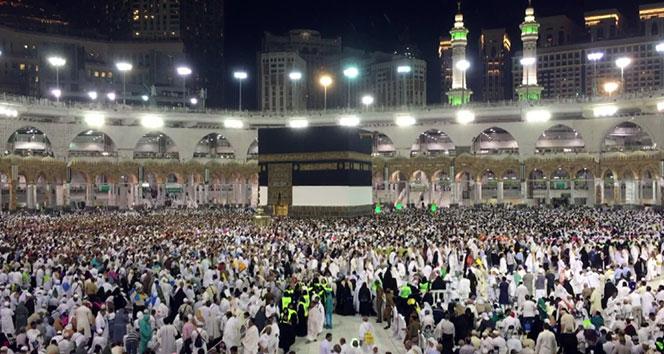 Milyonlarca Müslüman Kabeye akın ediyor