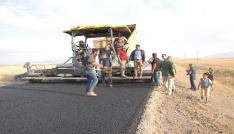 Bulanıkta yol asfaltlama çalışması