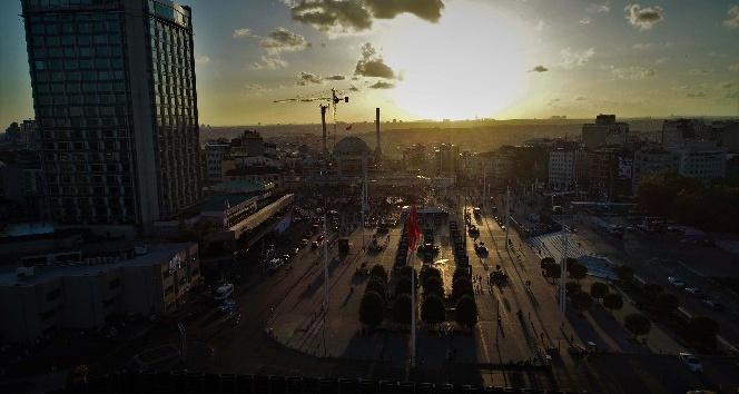 (Özel) Çalışmaların sona geldiği Taksim Camii'nde gün batımı mest etti