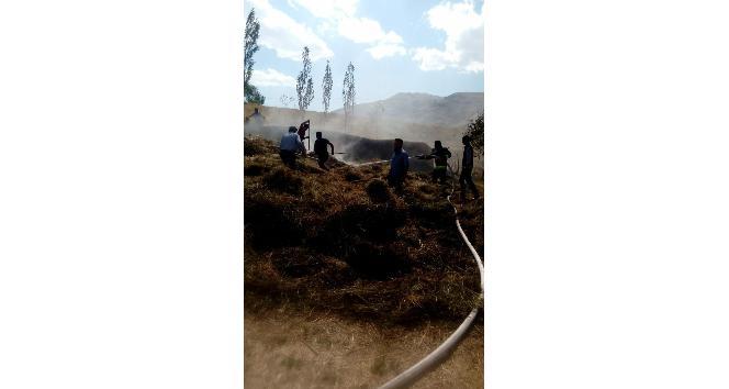 Başkale'de ot yangını