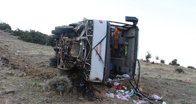İşçi servisi şarampole yuvarlandı: 2si ağır 26 yaralı