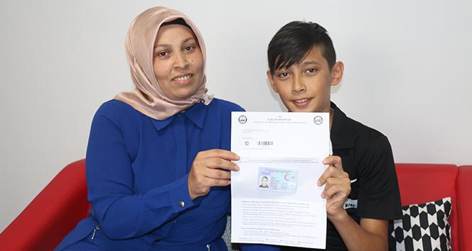 Kimliğine annesinin fotoğrafı basılan çocuk, sınava girebilecek