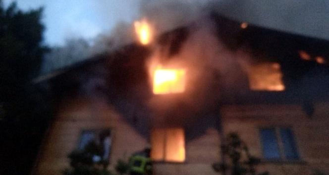 Kocaeli'deki gençlik kampında ahşap ev alev alev yandı