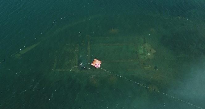 (Özel) Gölün dibinde yatan 100 yılın keşfi havadan ve su altından böyle görüntülendi