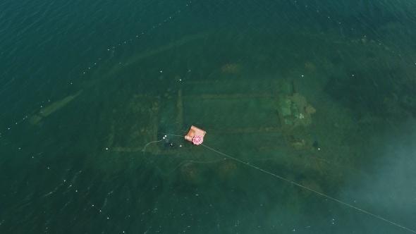 Gölün dibinde yatan 100 yılın keşfi havadan ve su altından böyle görüntülendi