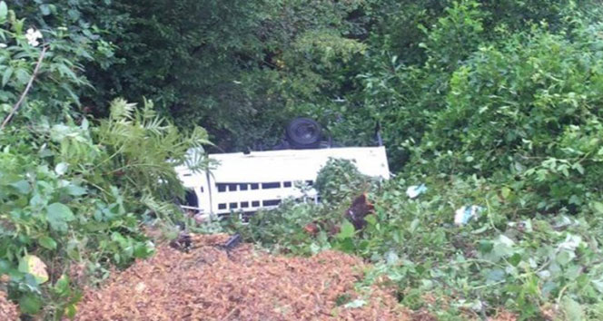 Giresun'da mevsimlik fındık işçilerini taşıyan minibüs kaza yaptı: 3 ölü, 12 yaralı