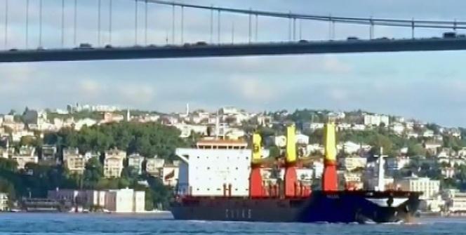İstanbul Boğazı'nda hareketli anlar! Gemi arızalandı
